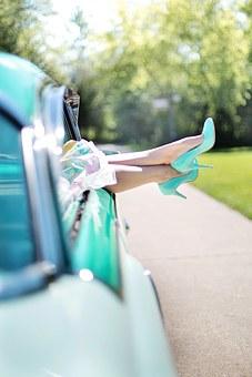 womans-legs-887286__340